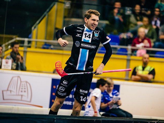 Útočník Boleslavi Tomáš Chroust slaví jeden z pěti gólů do sítě Chodova.