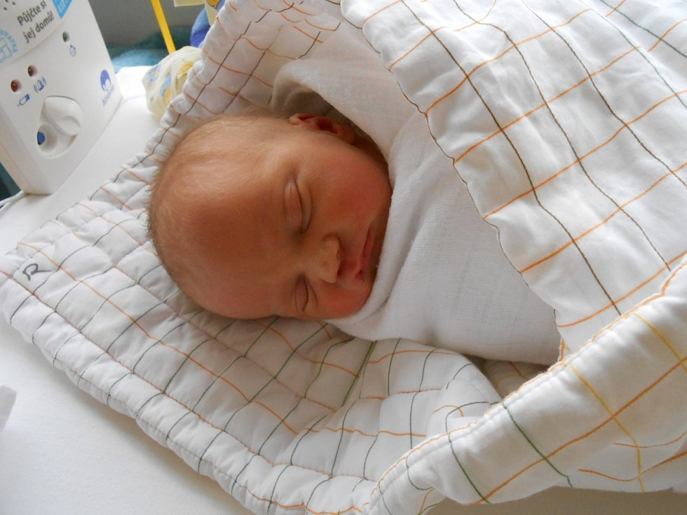 ELIŠKA Nosková se narodila 25. dubna, vážila 2,5 kilogramů a  měřil 48 centimetrů. Maminka Lenka a tatínek Milan si ji odvezou domů do Brodců nad Jizerou, kde už se na ni těší bráška Milánek.