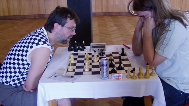 Šachysta Jaroslav Záhorbenský (vlevo)