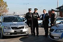 Policie ČR převzala od společnosti Škoda Auto služební vozy.
