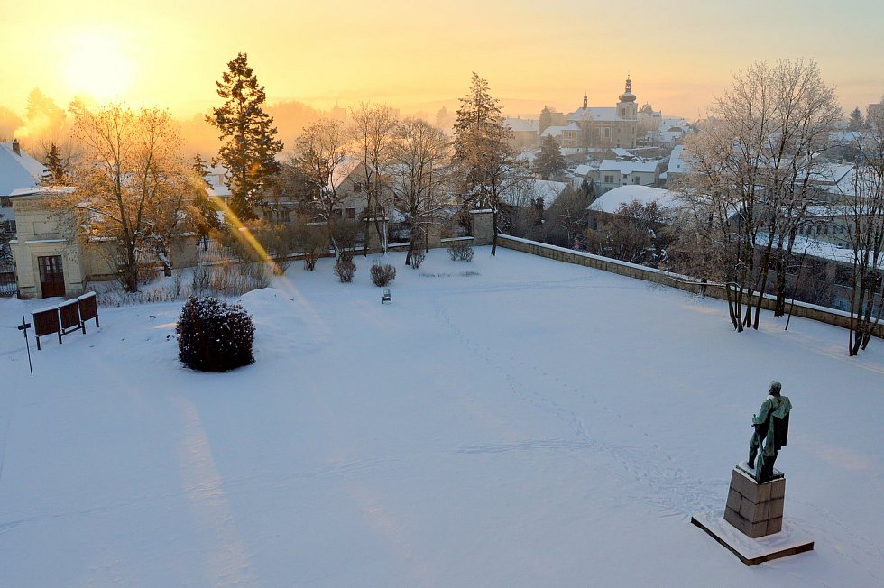 Zámek Mnichovo Hradiště - pohled ze zámku na kostel sv. Jakuba