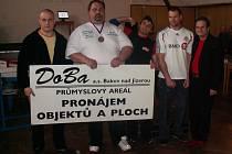 Dolnobousovští pákaři zleva: Daniel Příhonský, František Živný, Rudolf Stezka, Milan Hyršal, a sponzor Miroslav Roháček.