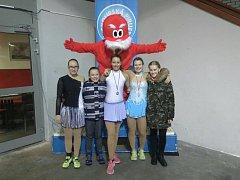 Boleslavské krasobruslařky. Zleva: T. Mosiurczaková, A. Mosiurczaková, T. Andělová, M. Frolíková, J. Šímová.