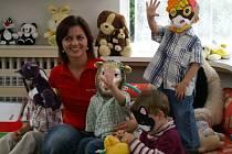 Děti z dětského domova při výuce angličtiny
