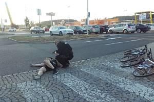 První pomoc zraněnému cyklistovi