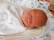Jonáš Jíra přišel na svět 20. dubna s mírami 4,03 kg a 51 cm. Maminka Petra a tatínek Tomáš si ho odvezou domů do Bělé pod Bezdězem, kde už se na něho těší sestřička Ella.