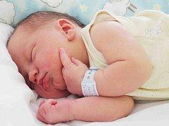MIROSLAV Šťovíček se narodil 4. srpna rodičům Zdeně a Martinovi z Mladé Boleslavi. Jeho míry jsou 49 centimetrů a 3,6 kilogramů. Doma už na něj čeká sedmiletý bráška Matyáš.