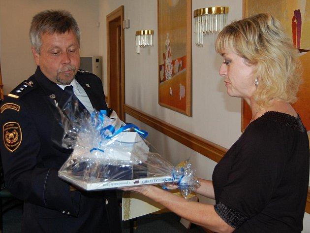 Mladoboleslavští profesionální hasiči převzali na magistrátu ocenění za pomoc při povodních v Čechách i Polsku.