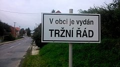 Ilustrační foto. V některých obcích upozorňují na zákaz podomního prodeje.