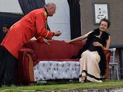 Letos si ochotníci pro návštěvníky připravili komedii od francouzského klasika Georgese Feydeaua Taková ženská na krku.