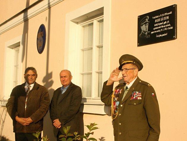 Oslavy 28.října byly vKlášteře Hradišti nad Jizerou spojeny sodhalením pamětní desky rodákovi, legionářovi a odbojáři Josefu Jáchymovi.