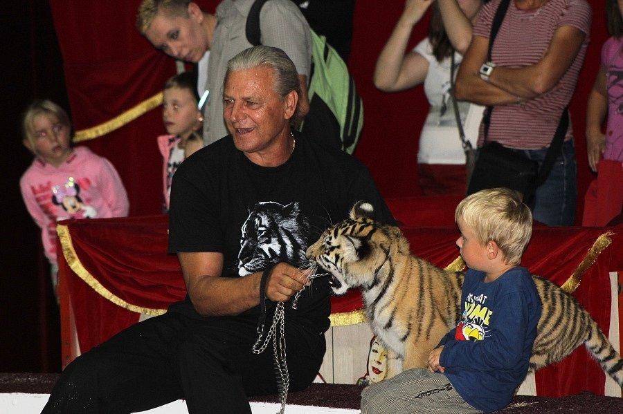 Cirkus Bernes, který patří rodině Berousků, odstartoval svoje podzimní turné v Mladé Boleslavi.