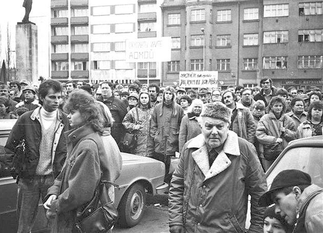 Listopad 1989  v centru Mladé Boleslavi