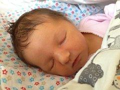 MAGDALÉNA Pokorná  se narodila 4. září, vážila 3,07 kg a měřila 46 cm. S maminkou Adélou, tatínkem Janem a bráškou Markem bude bydlet v Hrdlořezích.