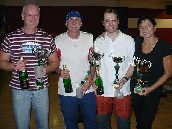 Čtveřice nejlepších v Bowling Cupu: (odleva)Leoš Beluško, Pavlín Jirků, Jaroslav Maňásek a Dagmar Vaněčková.