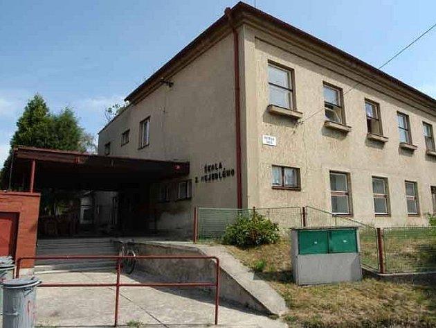 Ve škole se opravovala střecha a likvidovala plíseň