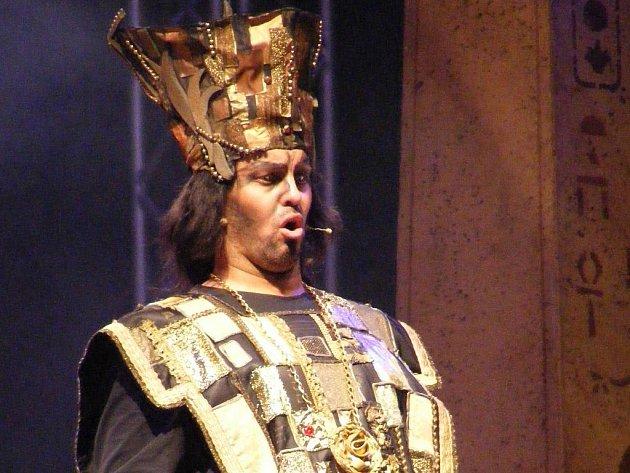 Nabucco si pod hvězdami poslechlo na dva tisíce lidí.