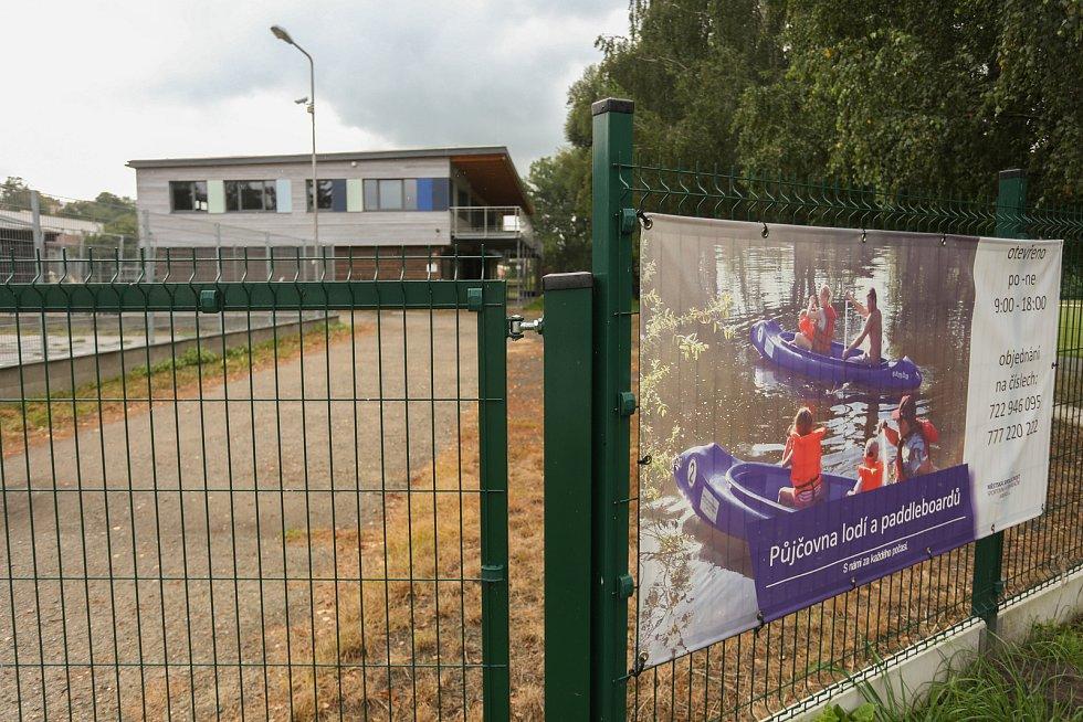 Půjčovna lodí u Krásné louky v Mladé Boleslavi.