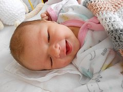 Verunka Rybínová se narodila 20. března, vážila 3,47 kg a měřila 53 cm. S maminkou Lenkou a tatínkem Janem bude bydlet v Kochánkách, kde už se na ni těší sestřička Adélka.