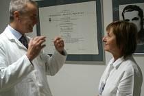 Stanislav Najman, ředitel Kliniky Dr. Pírka a Alena Kubíčková, vedoucí gastroenterologie na zmíněné klinice