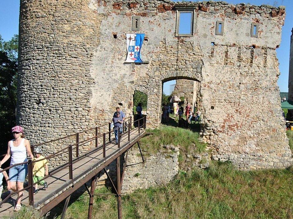 5. historický den na zřícenině hradu Zvířetice.