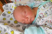 Filip Jelínek se narodil 5. května, vážil 3,58 kg a měřil 51 cm. S maminkou Kamilou a tatínkem Filipem bude bydlet v Bezně, kde už se na něho těší sestřičky Karolínka a Katarínka.