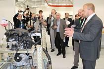 Otevření nového motorového centra v Česaně.