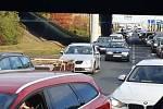Doprava v Mladé Boleslavi byla v pátek odpoledne kvůli nehodě na dálnici D10 ochromená.