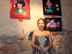 BÁRA FIŠEROVÁ představuje v galerii Česká brána průřez své tvorby za posledních deset let. Výstava trvá do konce srpna.