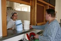 Návštěvníci jídelny v Penzionu pro důchodce města Mladá Boleslav jsou s jídlem nadmíru spokojeni.