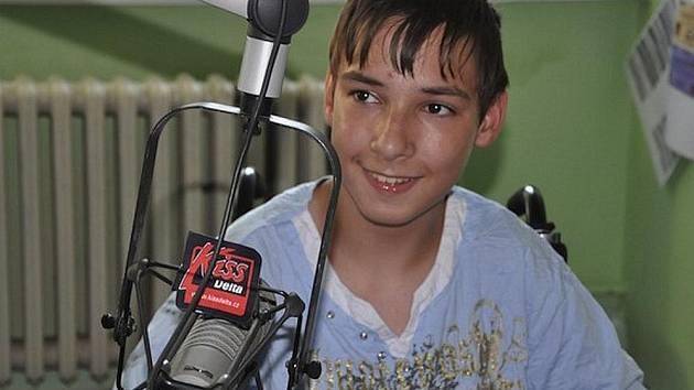Jindra v rádiu Kiss Delta, které dobročinnou akci organizuje.