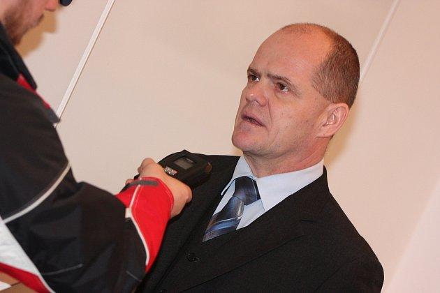 Náměstek primátora Adolf Beznoska na tiskové konferenci.
