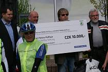 Cyklisté jedou pomoci do Rumunska, pomohly také zdější odbory