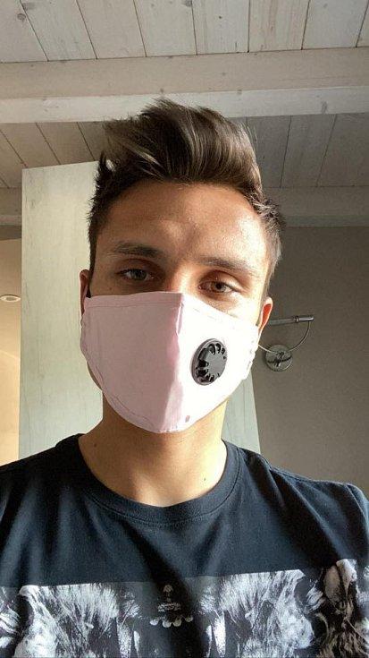 """ALEŠ MATĚJŮ, fotbalista italské Brescie Calcio: """"Rouška není hanba, chraňte své okolí a také sami sebe."""""""