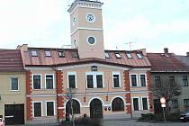 Takhle vypadá rekonstruovaný úřad v Dolním Bousově. Úředníci se do něj nastěhují během jara