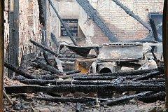 Nádražní budova v Bakově nad Jizerou lehla popelem i s automobilovými veterány.