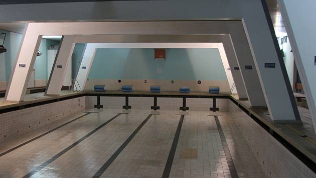 02a1bdcf8f2 Vypuštěný bazén v mladoboleslavské sokolovně ...