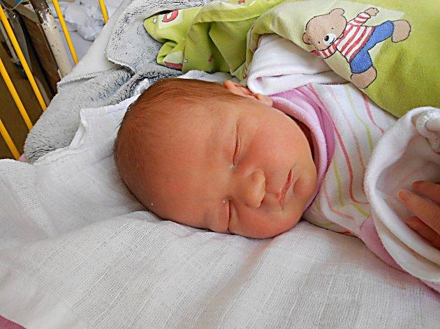 Jana Urbanová se narodila 24. října, vážila 2,94 kg a měřila 48 cm. Maminka Jana a tatínek Radek si ji odvezou domů do Bakova nad Jizerou, kde už se na ni těší sestřička Kristýnka.
