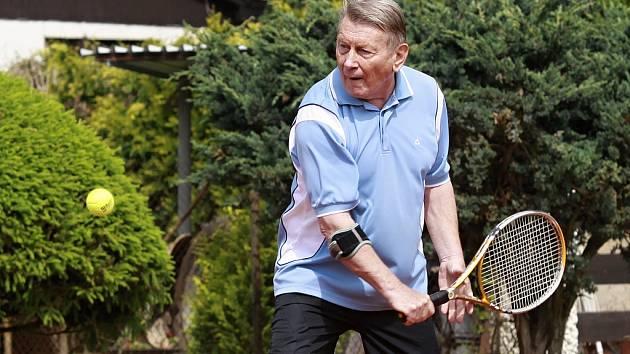 Josef Dvořák na tenise ve Skorkově