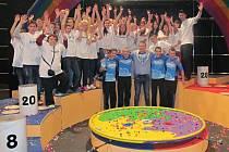 Tým z březenské základní školy vyhrál v Bludišti a vítězství náležitě oslavil.