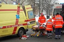 Nehoda sanitky s osobním autem. Transportovaný pacient byl do nemocnice převezenou jinou sanitkou.