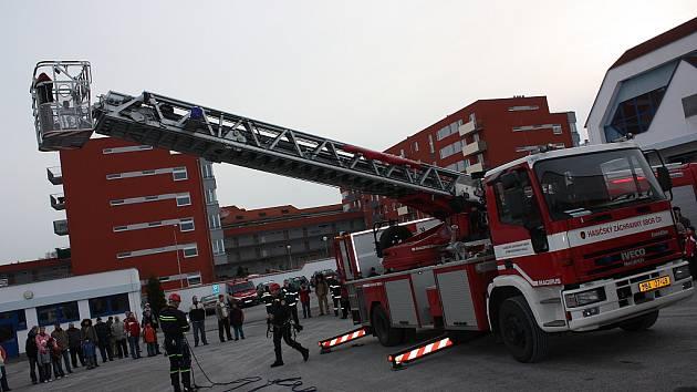 Oslavy 140. výročí založení Sboru dobrovolných hasičů v Mladé Boleslavi si nenechaly ujít stovky lidí. K vidění byla požární technika, ukázky zásahu atd.