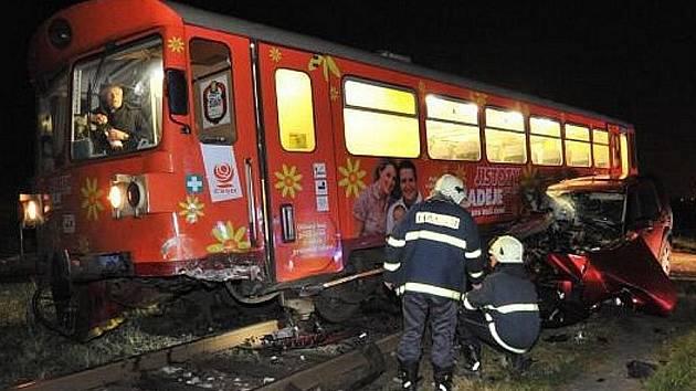 Nehoda vlaku a osobního auta u Kolomut na Mladoboleslavsku.
