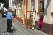 Neoblečená figurína pobuřovala obyvatele Boleslavi