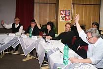 Bělští zastupitelé odvolali starostu města a zvolili novou starostku. Stala se jí bývalá místostarostka Jitka Tošovská.
