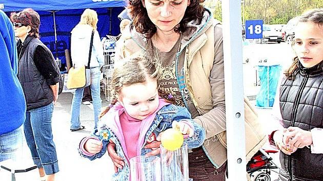Účastníci akce dávali hlasy pomocí balonků hlavně stavbě akvaparku