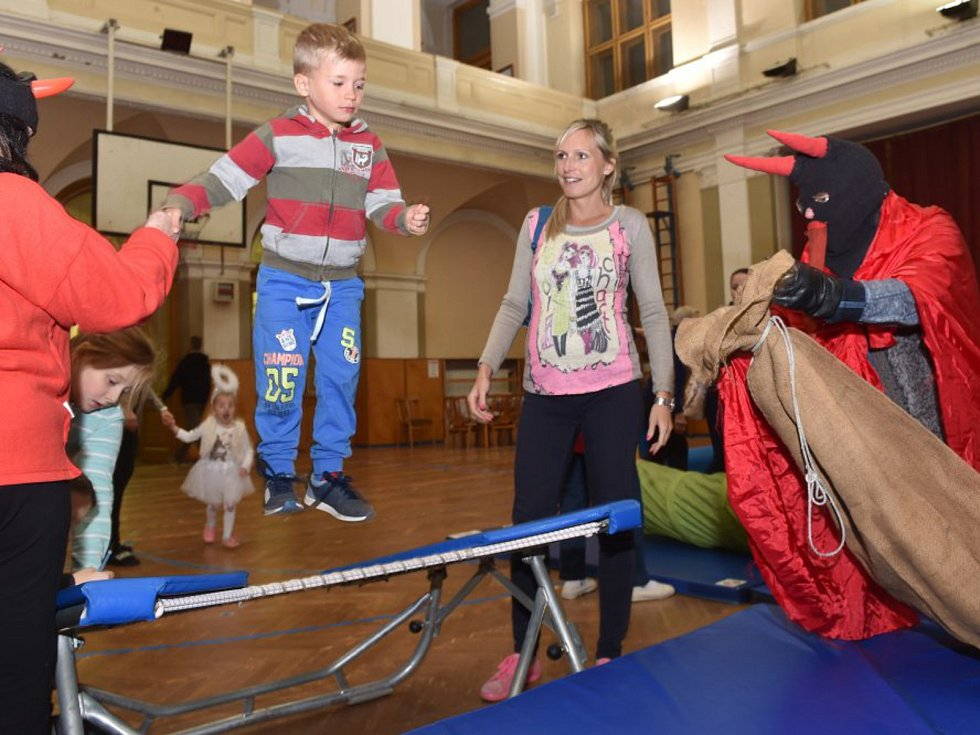 Mikulášské cvičení pro děti v mladoboleslavské sokolovně.