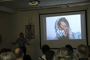 Knihovna města Mladá Boleslav přinesla cestovatelskou přednášku o sedmiměsíční cestě od Černého moře ke Kaspickému z Gruzie do Ázerbájdžánu.