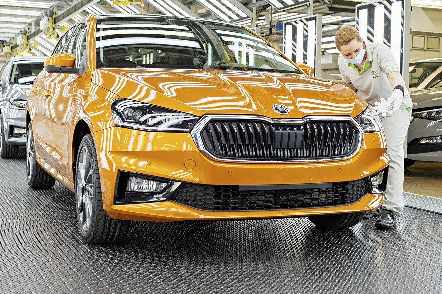 V hlavním závodě v Mladé Boleslavi byla zahájena sériová výroba nového modelu Škoda Fabia.