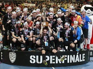 Dočkali se! Florbalisté Mladé Boleslavi slaví první titul.